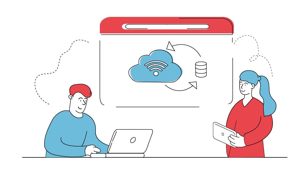 Ein Mann bedient einen Laptop, eine Frau hällt ein Tablet. Hinter ihnen zeigt ein Monitor eine Cloud und eine Datenbank, was ein Webhosting darstellt.
